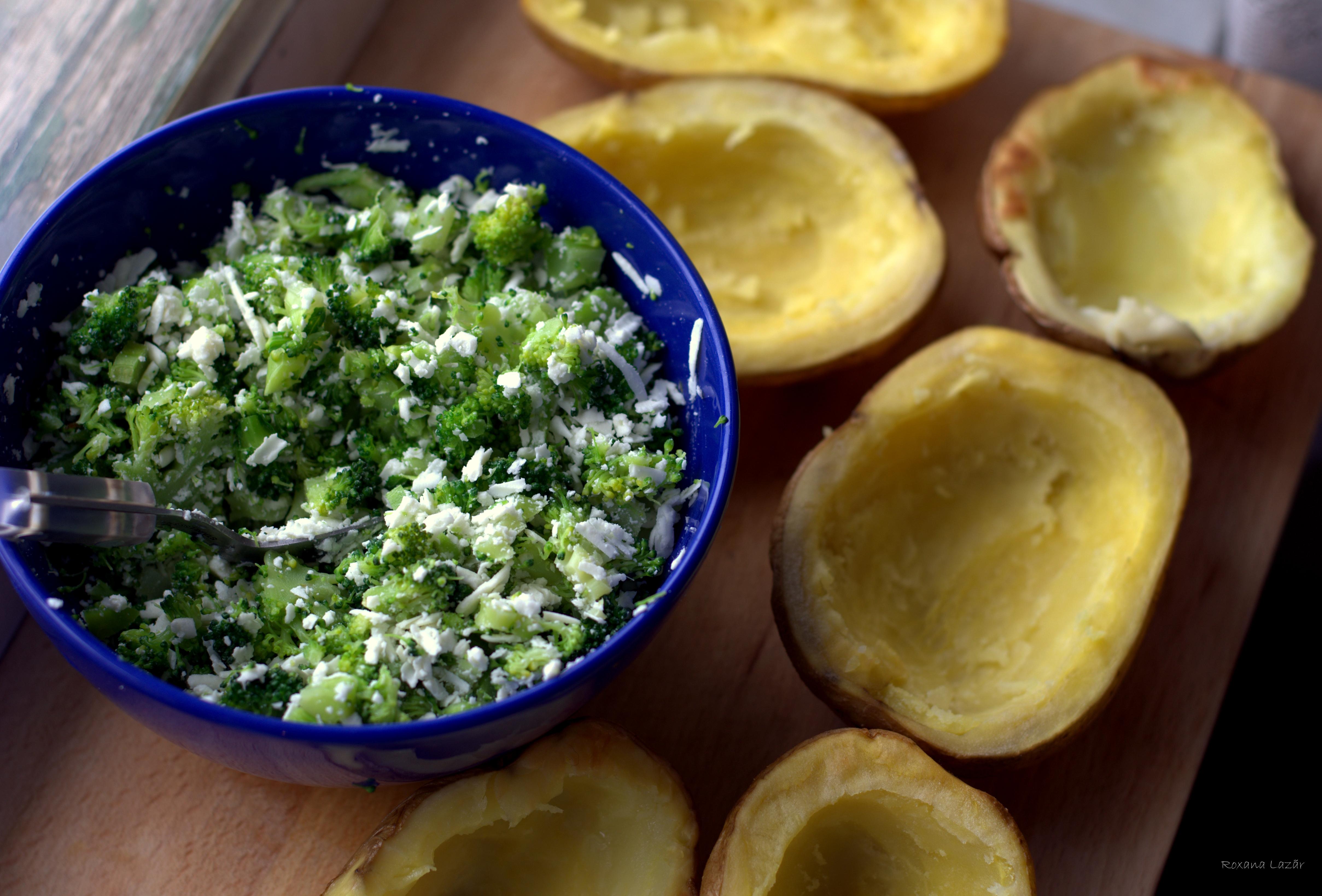 Cartofi copti, umpluti cu broccoli, telemea de oaie si mot de smantana – provocarea Dulce Romanie ianuarie 2013