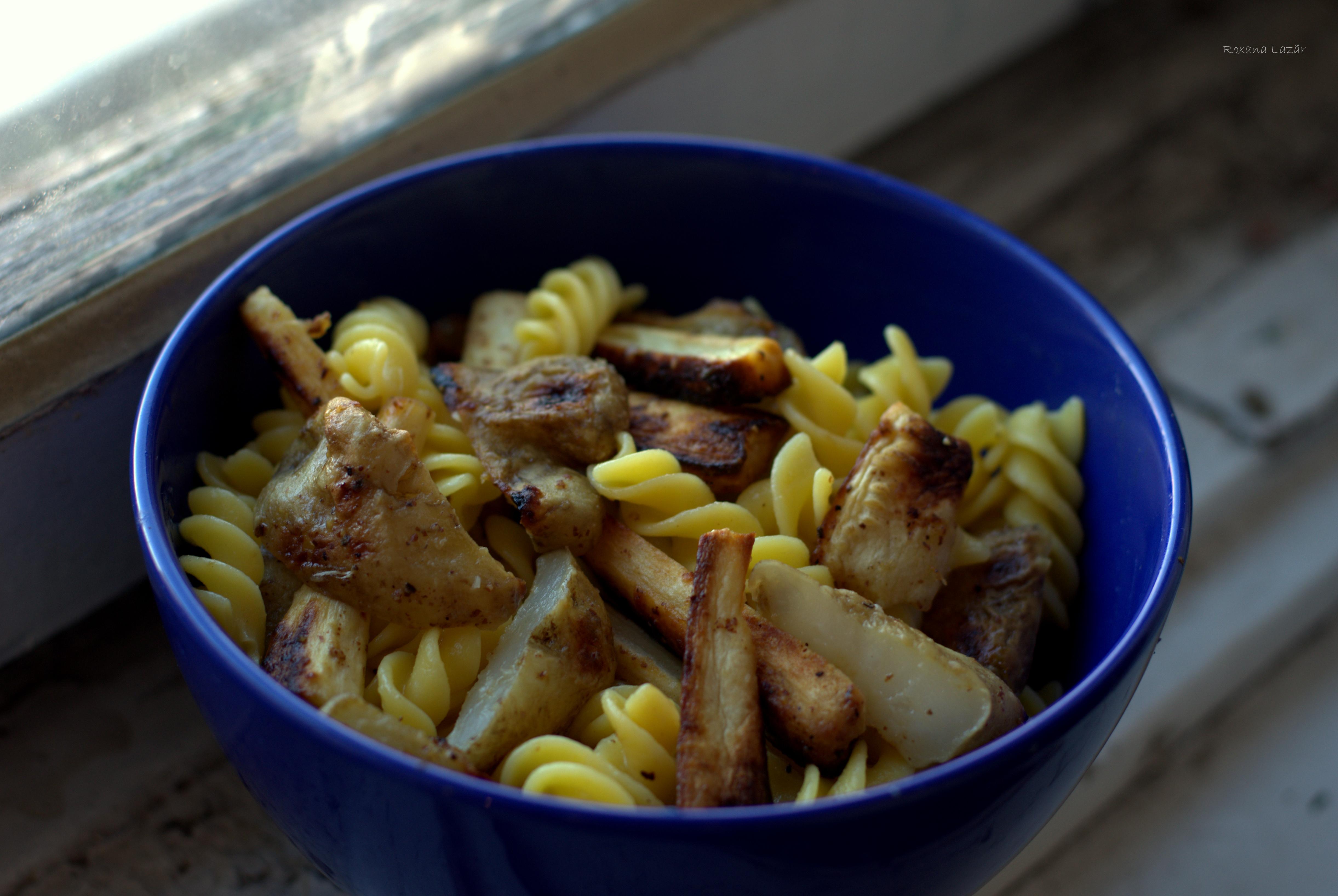 Pranzul vegan perfect: Spirale de porumb cu topinamburi (a.k.a. napi) si alte albituri coapte cu mustar
