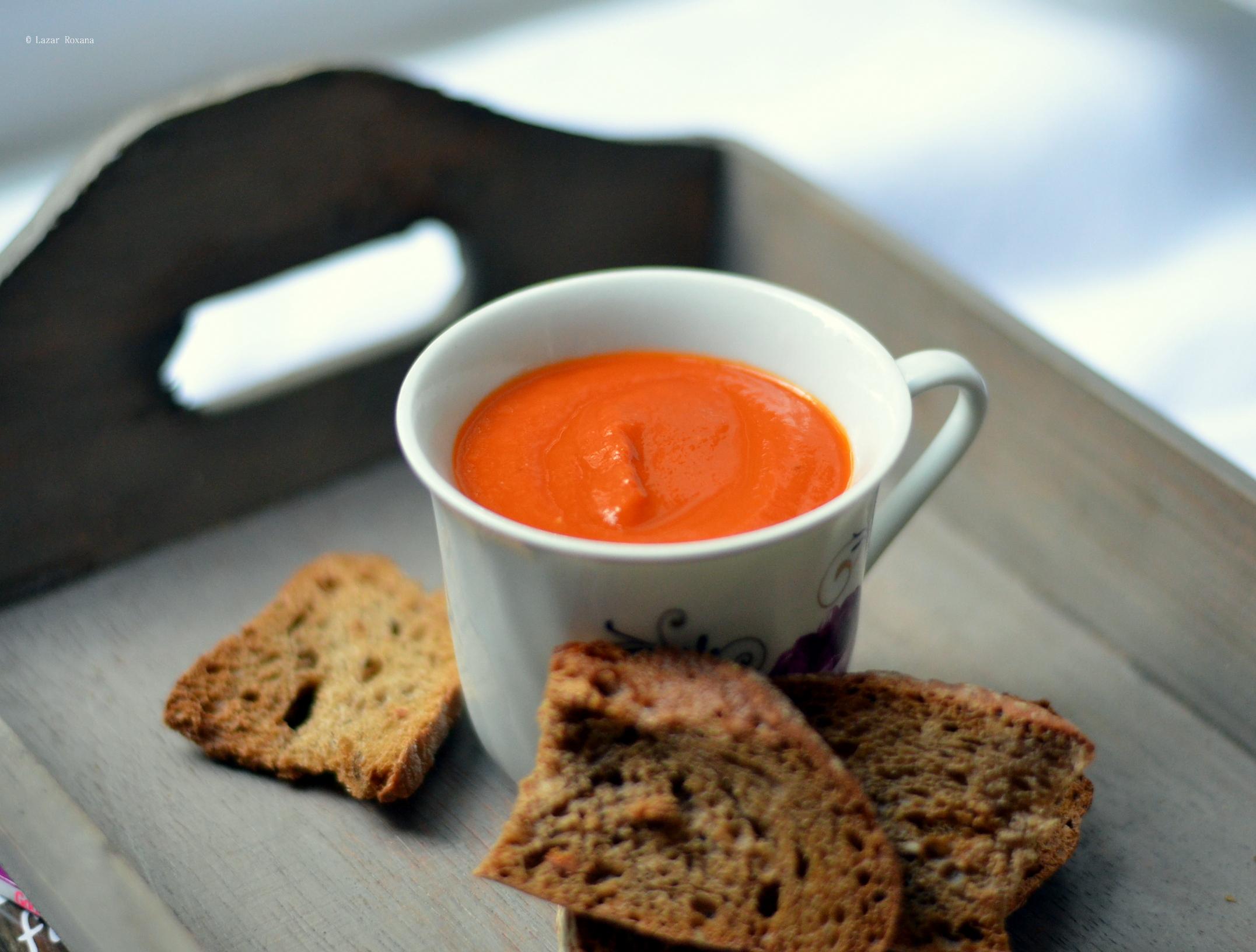 Supa rapida de rosii cu busuioc