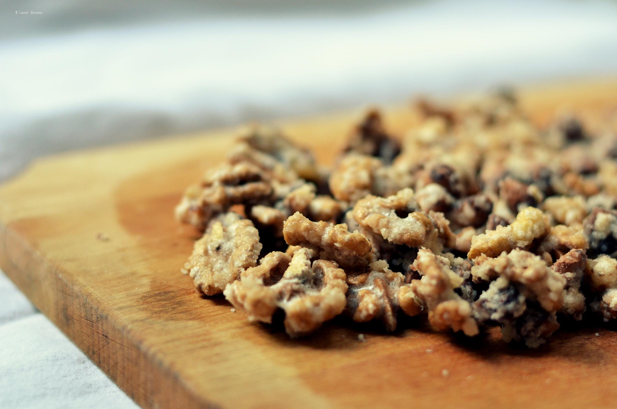 Provocarea 8: Nuci și alune de pădure caramelizate. Sau mai bine zis, invelite in zahar