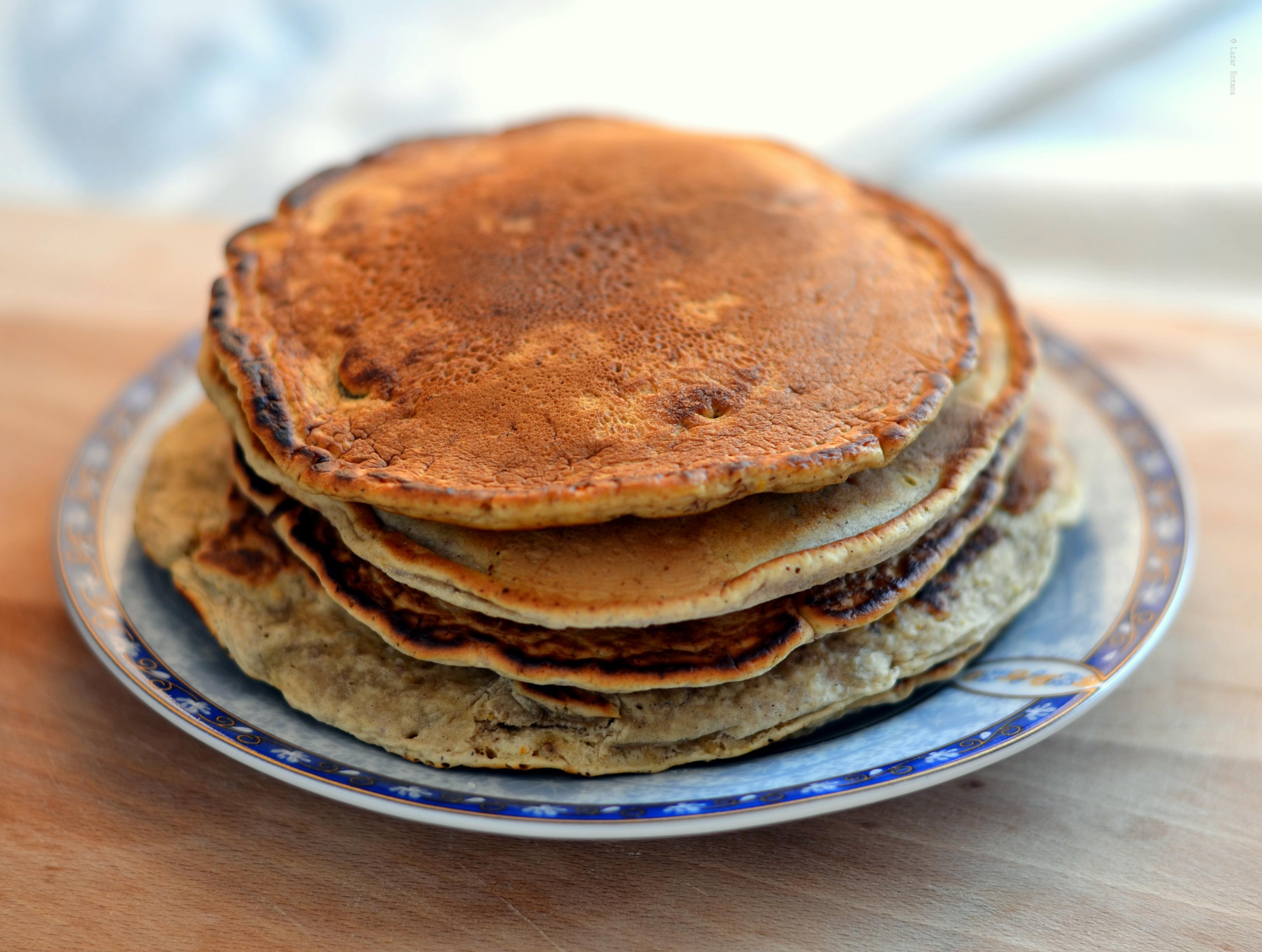 Pancakes vegane. Cu banana si lapte de ovaz